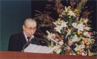 決議文を読み上げる 藤野 茂樹 保証副理事長