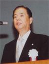 大会決議の提案に立つ 川口 貢 保証副理事長