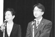 総合司会の高木 剛俊 教育研修副委員長と司会の高橋アナ