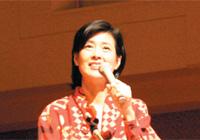 記念講演を行う星野知子さん