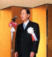 交流会にて挨拶する川口 貢 理事長